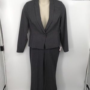 🔥 2 or more 50% off! Worthington gray pant suit